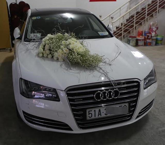 Siêu xe sử dụng trong lễ đón dâu của Công Vinh