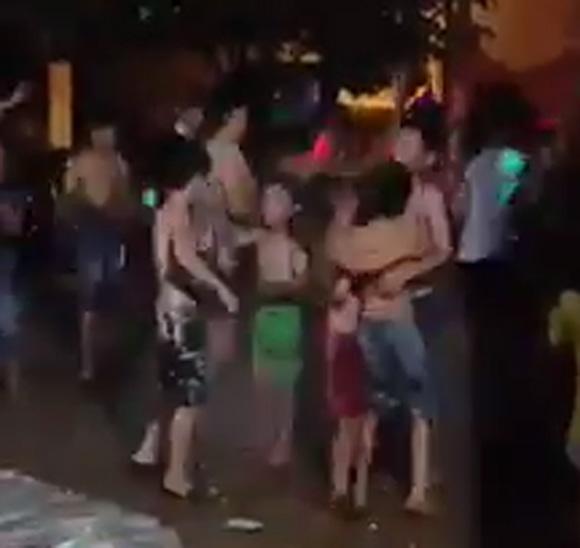 Choáng với clip các em nhỏ nhảy theo nhạc sàn đón Trung thu