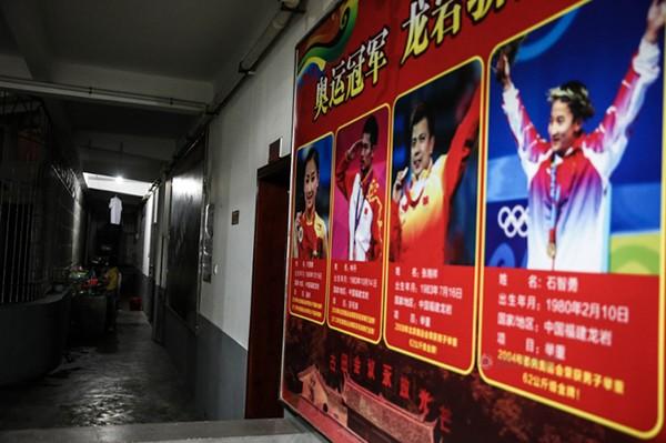 Cận cảnh cuộc sống cơ cực của trẻ em làng cử tạ Trung Quốc 2