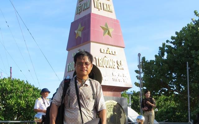 PV NTNN bên cột mốc đảo Trường Sa.