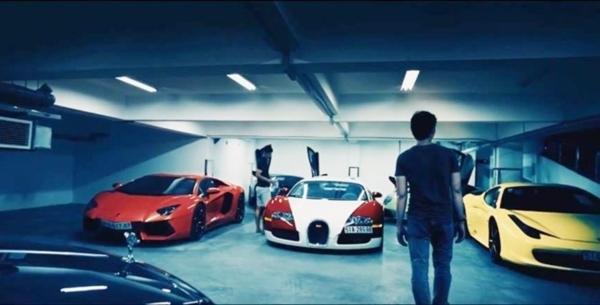 Theo chia sẻ của vị doanh nhân trẻ tuổi, trong garage của anh có đến 4 chiếc siêu xe, 2 xe siêu sang.