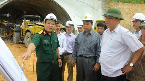 Bộ trưởng Thăng đi thị sát ở Thanh Hóa - Ảnh: Đất Việt