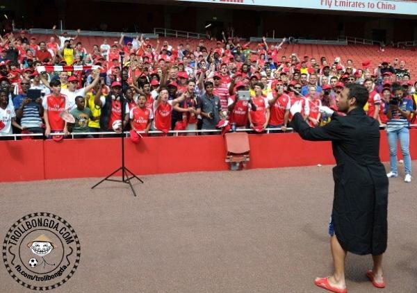 Cazorla làm nhạc trưởng cho CĐV Arsenal