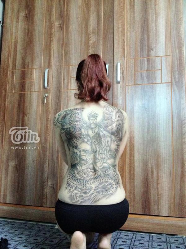 Bà mẹ đơn thân 8x và hình xăm kín lưng