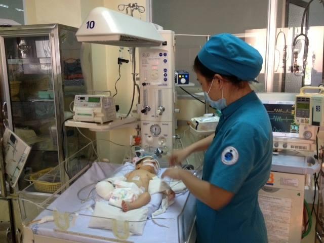 Y, bác sĩ bệnh viện Nhi Đồng 1 TP. HCM luôn nổi lực cứu sống cháu bé