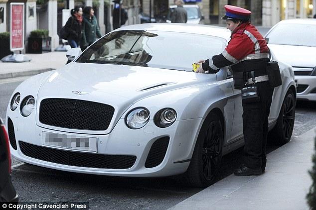 Một Maserati trắng thuộc Balotelli bị phạt ở trung tâm thành phố Manchester vào năm 2012