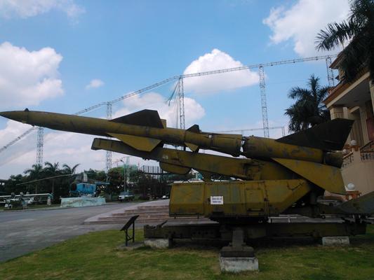Đạn tên lửa V-750 của hệ thống SA-2 trong Bảo tàng Phòng không - Không quân