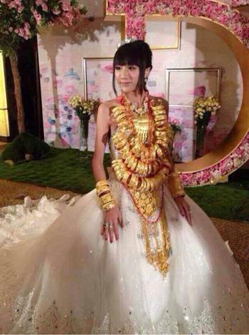 Cô dâu đeo 70 chiếc vòng vàng 3