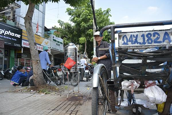Những tấm biển thông báo ấm áp tình người giữa Sài Gòn hoa lệ 3