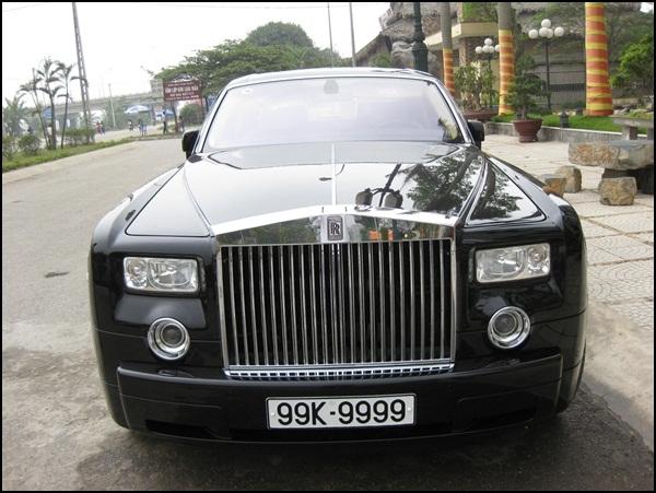 chiếc xe cũng không có trong danh sách bị tạm giữ, cũng không hề xuất hiện chiếc Rolls-Royce biển 99k – 9999