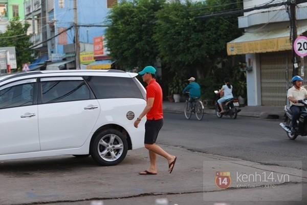 Thủy Tiên liên tục che mặt khi rời khỏi nhà ở Kiên Giang 3