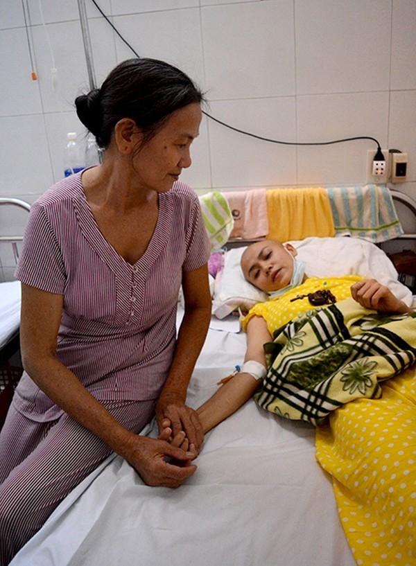 Trang tin châu Á đưa tin về cô gái Đà Nẵng xinh đẹp mắc bệnh máu trắng 3
