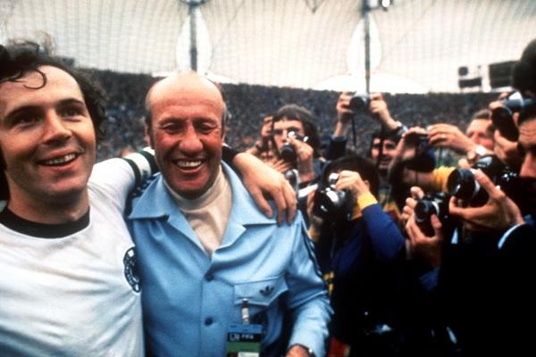 Helmut Schoen từng lên án mạnh mẽ các cầu thủ nhưng sau buổi nói chuyện với Franz Beckenbauer, ông đã chấp nhận ở lại dẫn dắt những học trò đến với chức vô địch