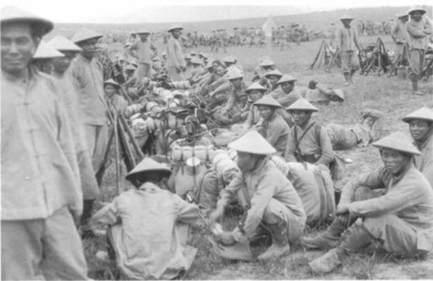 Năm 1916, lính An Nam nghỉ chân trong lúc đóng quân cạnh Ypres- Bỉ