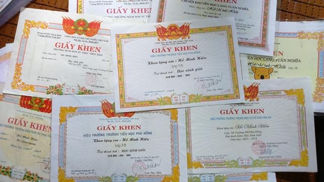 Bé Hồ Minh Hiếu dù ốm đau nhưng vẫn rất ham học và luôn đạt kết quả cao trong học tập