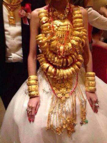 Cô dâu đeo 70 chiếc vòng vàng 4