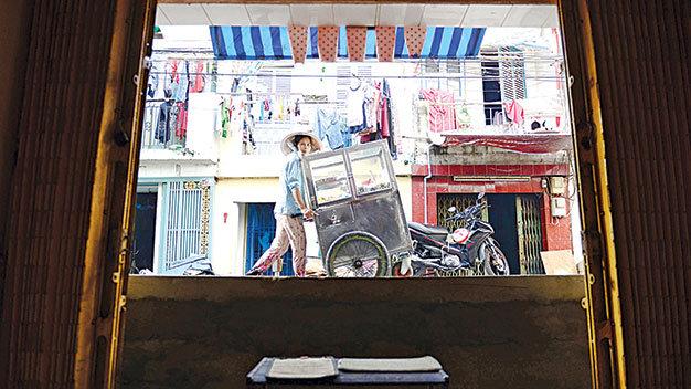 Đường cao bằng nửa cửa nhà ở lô C đường Phạm Văn Chí, Q.6, TP.HCM