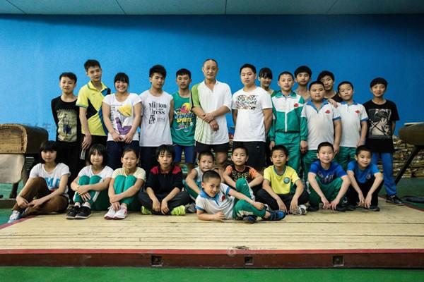 Cận cảnh cuộc sống cơ cực của trẻ em làng cử tạ Trung Quốc 4