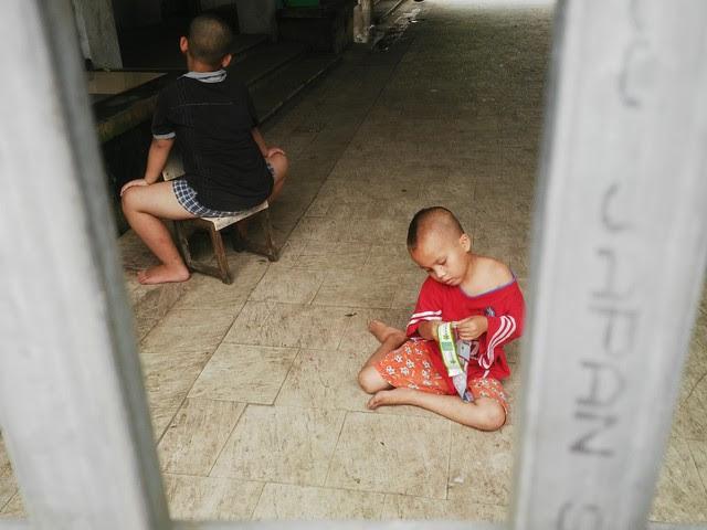 Những đứa trẻ trong nhà mở chùa Bồ Đề. Ảnh chụp sáng 4/7/2014