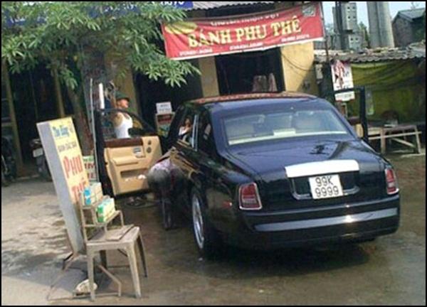 Chiếc xe đỗ tại một cửa hàng tại Bắc Ninh