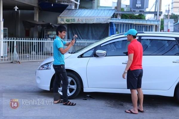 Thủy Tiên liên tục che mặt khi rời khỏi nhà ở Kiên Giang 4