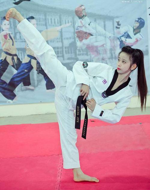 Có nền tảng nhờ học võ nên Châu Tuyết Vân được các bạn tiến cử chơi đá bóng nữ