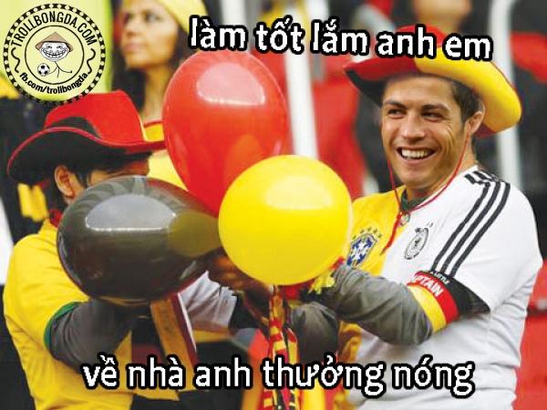 Ronaldo có vẻ rất vui vì Messi thua