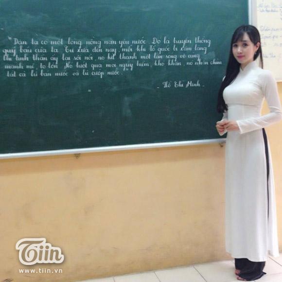Những cô giáo xinh đẹp viết chữ đẹp như in