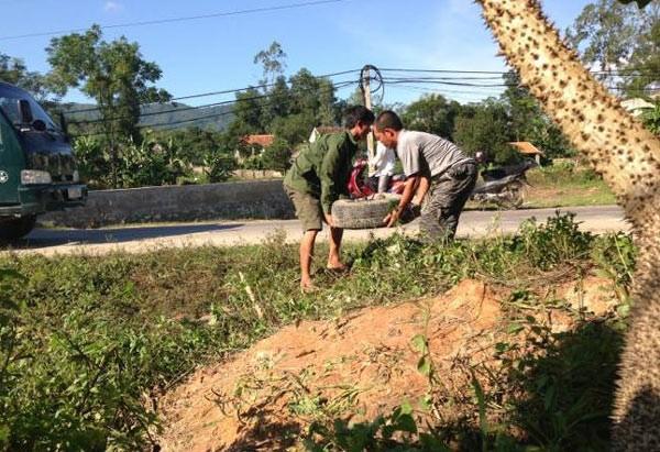 Nhận được tin báo, lực lượng CSGT Công an huyện Nam Đàn kịp thời có mặt để đảm bảo an toàn giao thông trên đoạn đường. Chiều cùng ngày, chiếc xe được trục vớt để điều tra nguyên nhân.