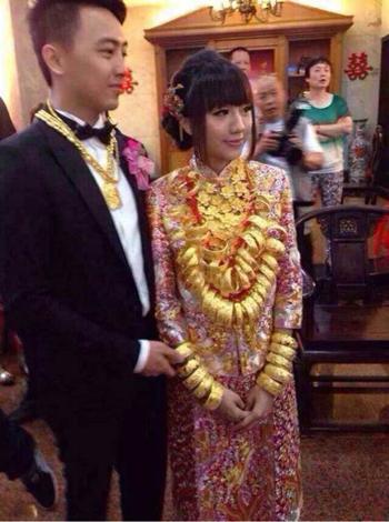 Cô dâu đeo 70 chiếc vòng vàng 5