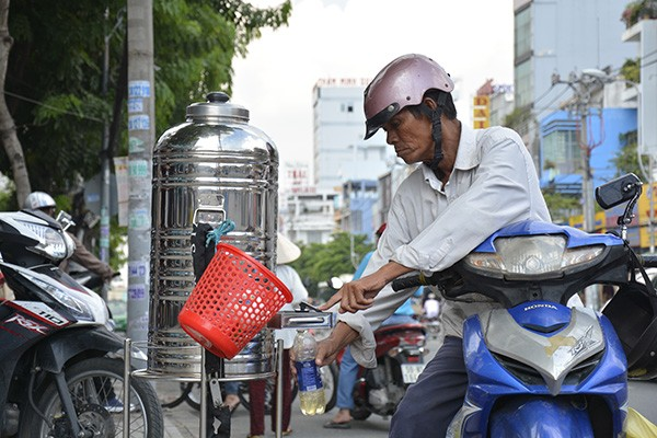 Những tấm biển thông báo ấm áp tình người giữa Sài Gòn hoa lệ 5