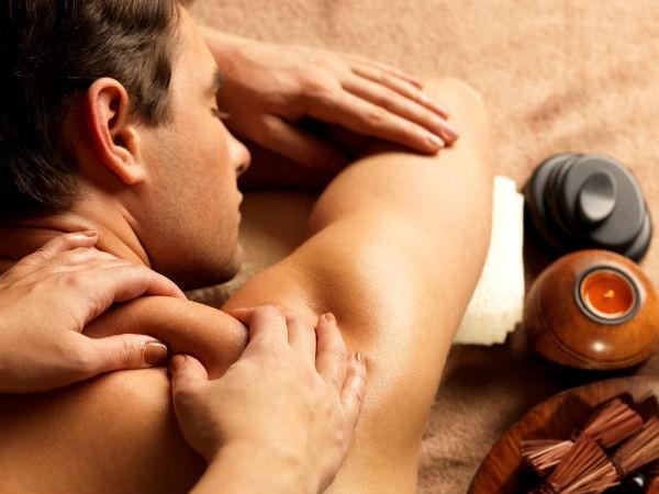 Massage vùng cổ: Bạn có thể nhờ người xoa bóp vùng cổ và lưng của mình, điều này sẽ giúp tăng cường lưu thông máu và giảm thiểu tối đa chứng đau đầu của bạn ngay lập tức.