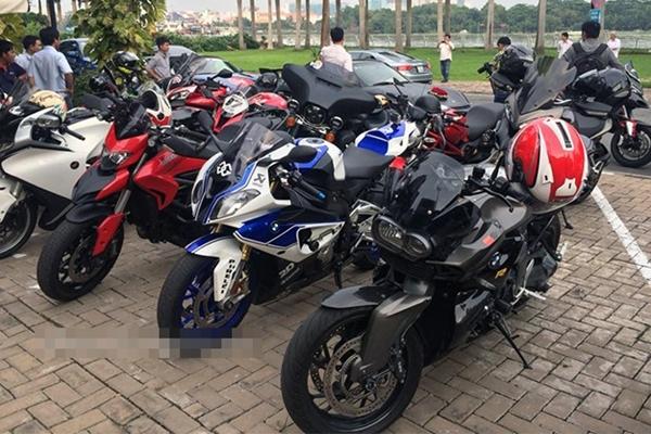 Trong ảnh là BMW 1300cc, BMW S1000RR lên HP4, Ducati HyperStrada