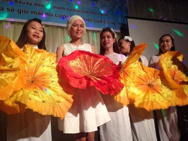Trang tin châu Á đưa tin về cô gái Đà Nẵng xinh đẹp mắc bệnh máu trắng 5