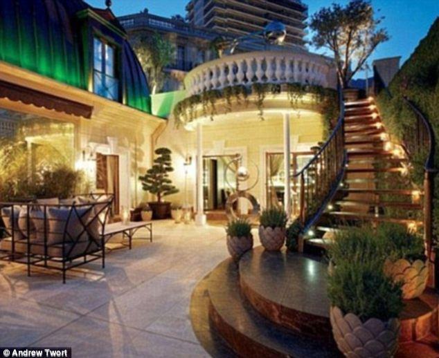 La Belle Epoque - một BĐS nổi tiếng được Dmitry mua với giá 300 triệu bảng