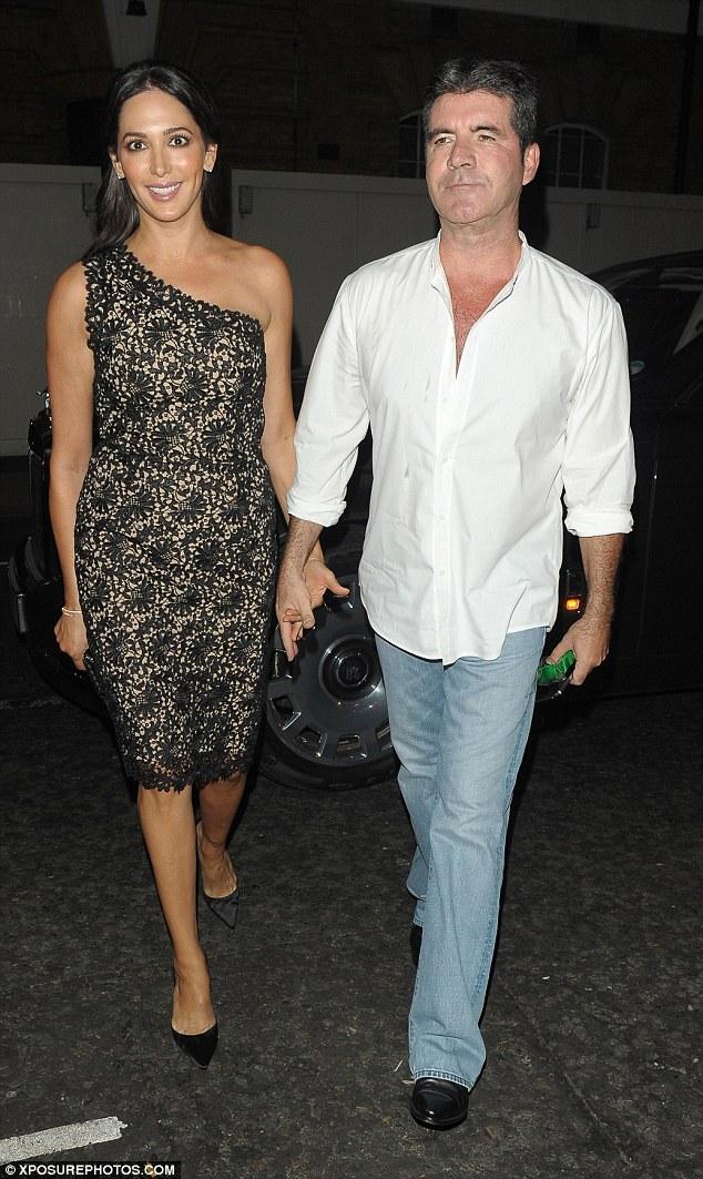 Chúc mừng sinh nhật: Lauren Silverman đã ở bên cạnh Simon Cowell khi anh tổ chức chuyển 54