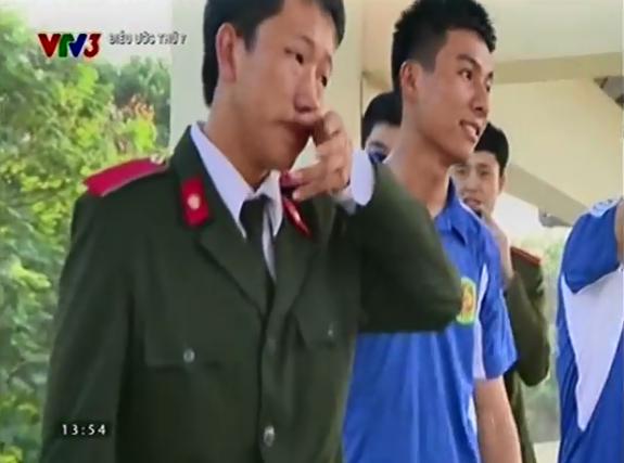 Chàng trai người Mông đã bật khóc khi nhìn thấy gia đình