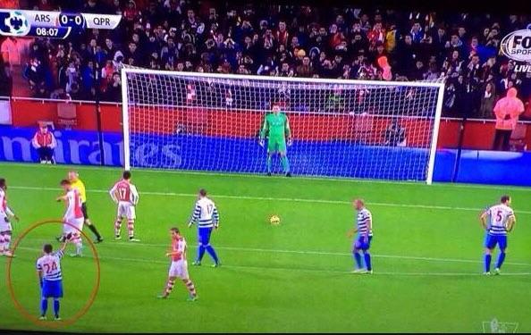 Eduardo Vargas chỉ hướng cho Green bắt penalty trước Sanchez
