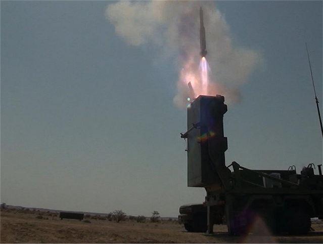 Sau khi được phóng thẳng đứng, chương trình sẽ dẫn tên lửa bay quán tính theo thông tin được cung cấp trước đó và giai đoạn cuối hệ thống đầu dò sẽ dẫn đường tên lửa bắn trúng mục tiêu.