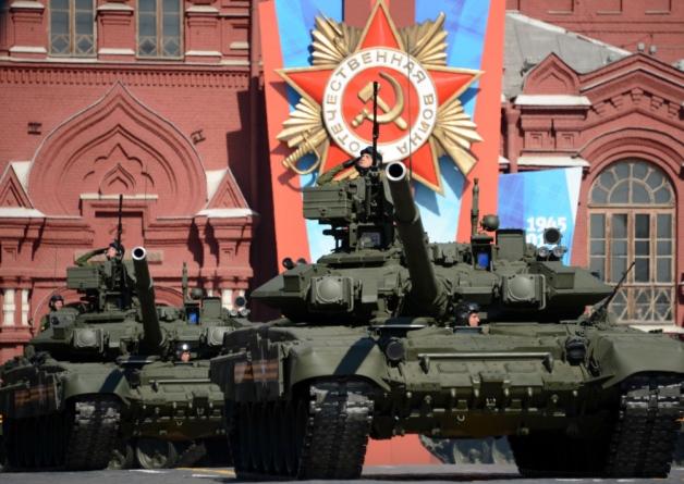 """T-90 biên chế trong sư đoàn cận vệ """"Tamanskaya"""" duyệt binh trên quảng trường Đỏ"""