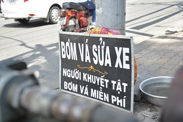 Những tấm biển thông báo ấm áp tình người giữa Sài Gòn hoa lệ 6