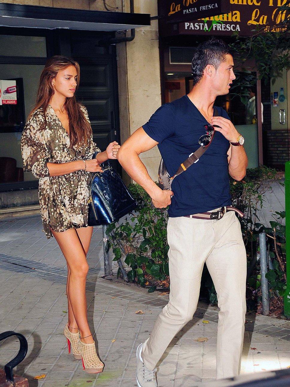 Cris Ronaldo bên cô bạn gái siêu mẫu Irina