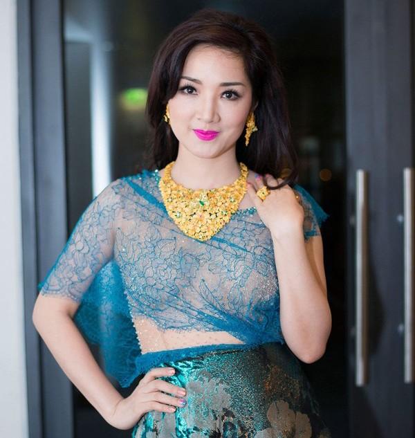 Quý bà sở hữu vẻ đẹp không tuổi khác là hoa hậu Đền Hùng Giáng My. Hoạt động trong showbiz với nhiều vai trò nghệ sĩ piano, diễn viên, MC, giám khảo cuộc thi nhan sắc, Giáng My còn là nữ doanh nhân thành đạt và nằm trong top hoa hậu hiếm hoi sở hữu tài sản tiền tỷ. Cô sở hữu một công ty kinh doanh các dịch vụ truyền thông, là giám đốc đối ngoại cho một tập đoàn truyền thông Thái Lan ở Việt Nam, là bà chủ một trung tâm chăm sóc làm đẹp cùng một vài lĩnh vực kinh doanh khác.