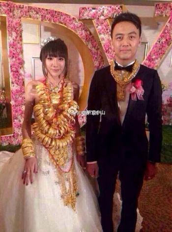 Cô dâu đeo 70 chiếc vòng vàng 7