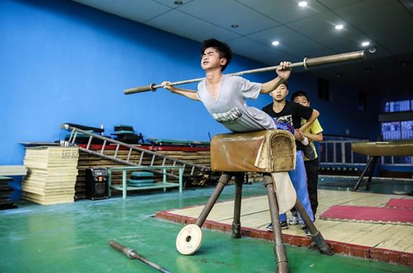 Cận cảnh cuộc sống cơ cực của trẻ em làng cử tạ Trung Quốc 7