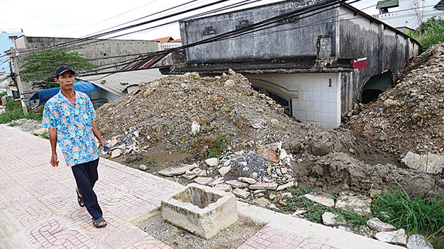 Một căn nhà bỏ hoang trên đường Phạm Văn Đồng, Q.Thủ Đức, TP.HCM
