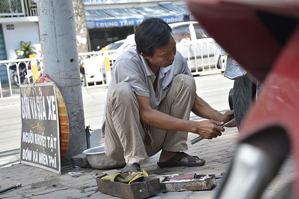 Những tấm biển thông báo ấm áp tình người giữa Sài Gòn hoa lệ 7