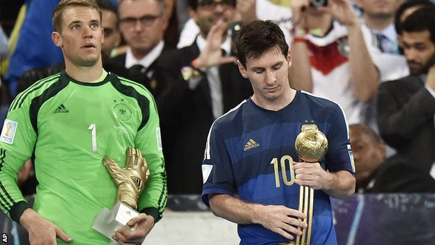 Messi giành Quả bóng vàng World Cup mà chẳng có chút vui vẻ.