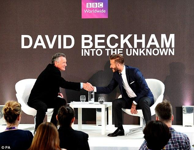 David Beckham bảnh bao trở lại thế giới hiện đại và tham gia trả lời phỏng vấn về việc anh biến thành người vô danh như thế nào