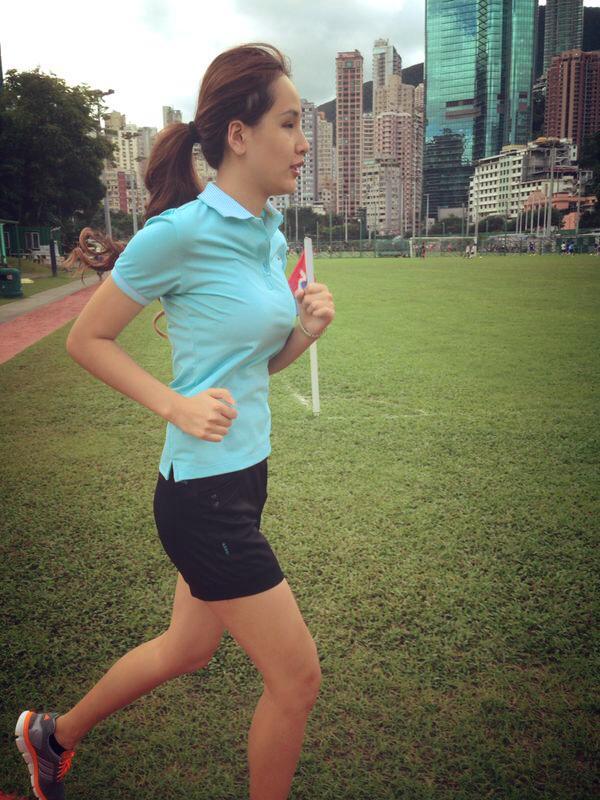 Khi đi chơi thể thao, Mai Phương Thúy thường xuyên để mặc mộc, mặc trang phục đơn giản gọn gàng.